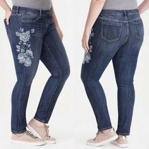 Torrid floral embroidered skinny jeans